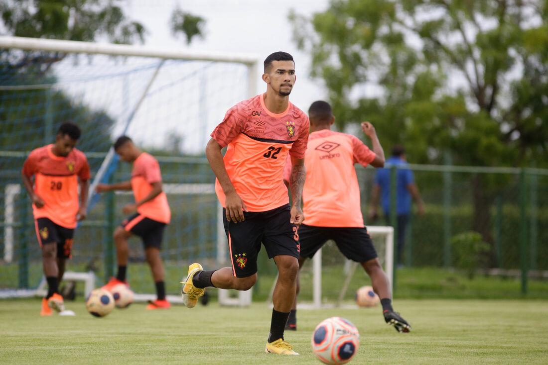 Gustavo voltou a trabalhar e vai reforçar Sport na semifinal