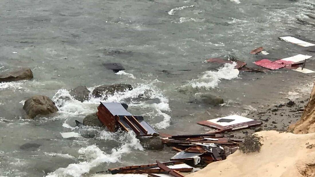 A embarcação, com 12 metros de comprimento, naufragou na costa de San Diego