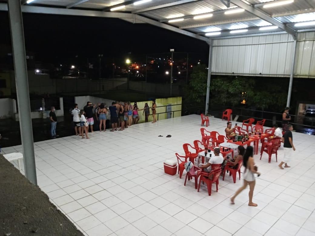 Mais de 40 pessoas estavam na casa de festas no momento da fiscalização