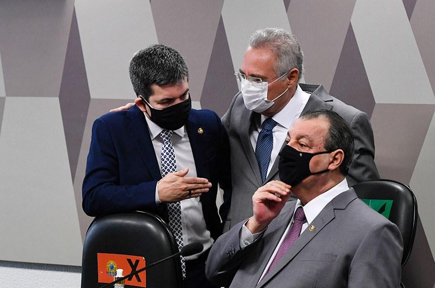 Randolfe Rodrigues (vice-presidente), Renan Calheiros (relator) e Omar Aziz (presidente) em reunião da CPI da Pandemia