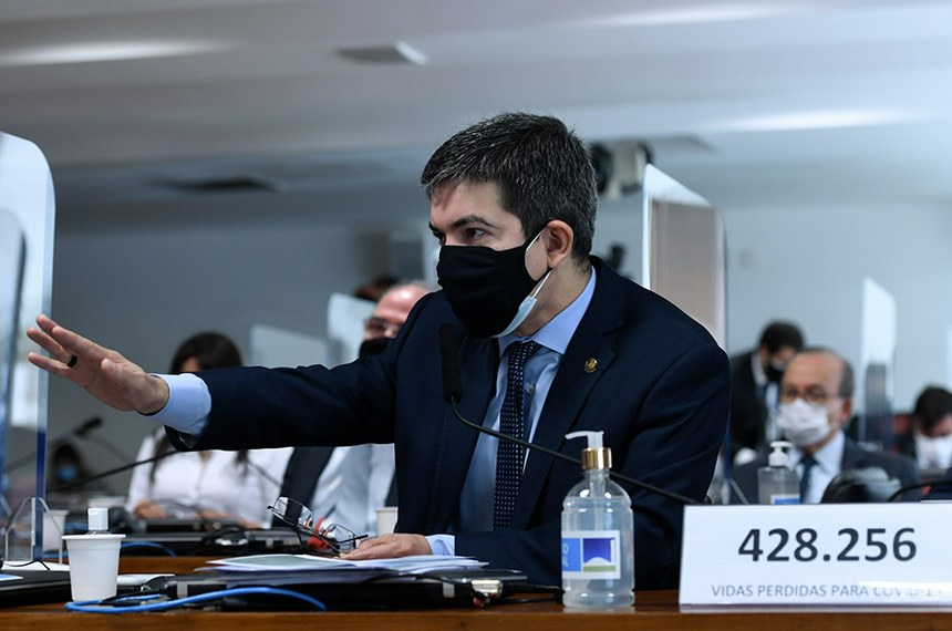 Senador Randolfe Rodrigues, na CPI da Covid