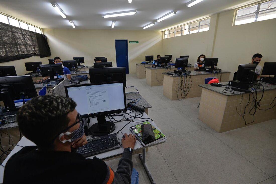 Volta às aulas presenciais na Escola Técnica Estadual (ETE) Miguel Batista