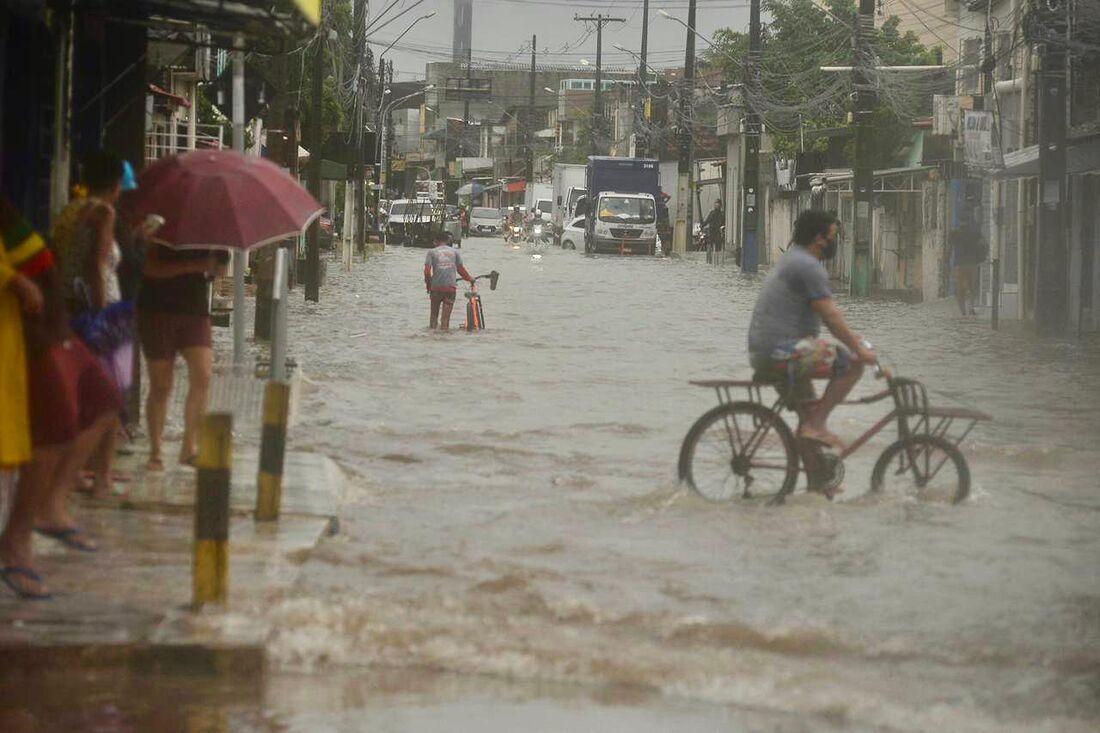 Chuvas fortes na Região Metropolitana do Recife