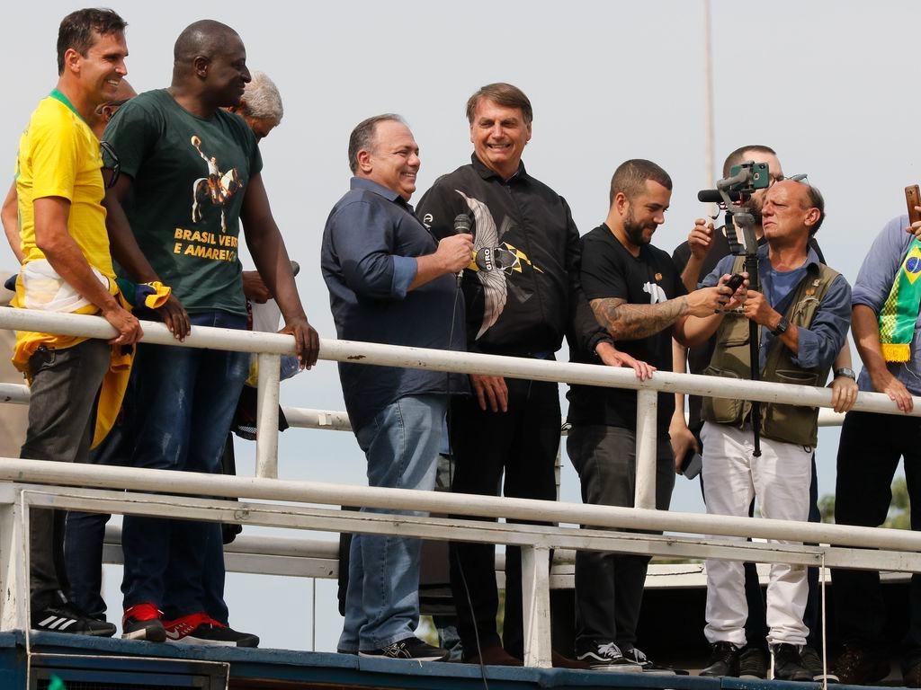 Pazuello e Bolsonaro estiveram em ato sem utilizar máscara