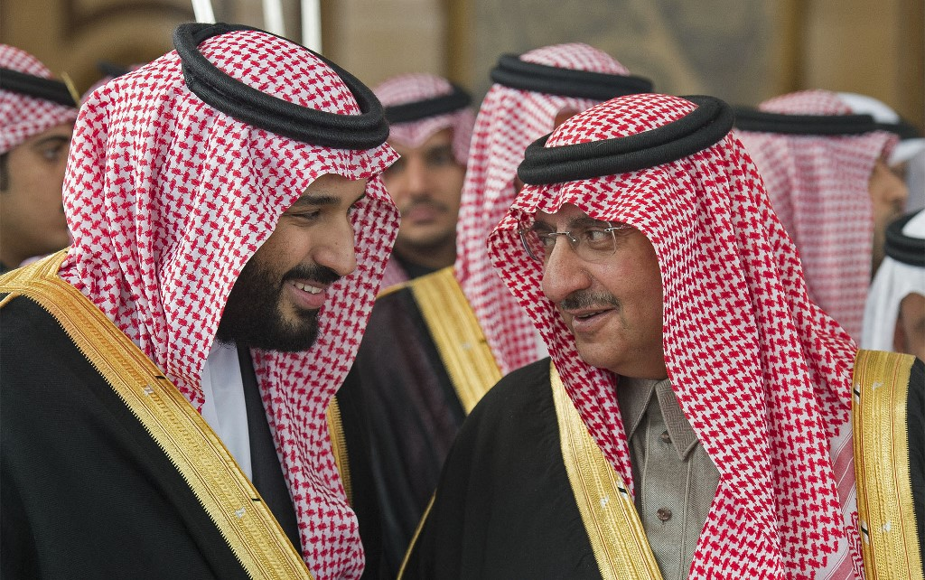 Mohammed bin Nayef na direita da foto