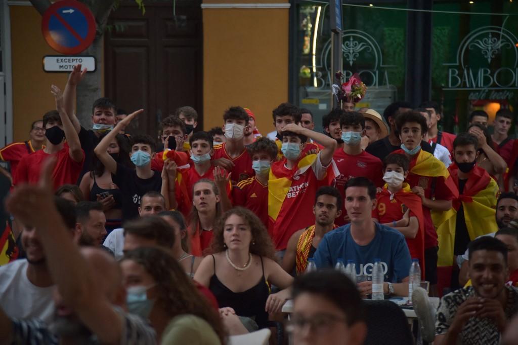 Espanhóis acompanhando partida de sua Seleção na Eurocopa