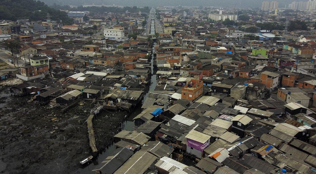 Dique da Vila Gilda, a maior favela de palafitas do país