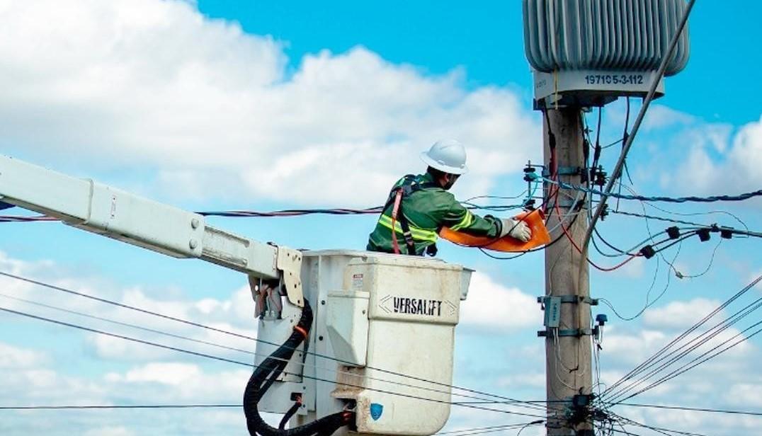 Celpe busca pessoa que matou eletricistas