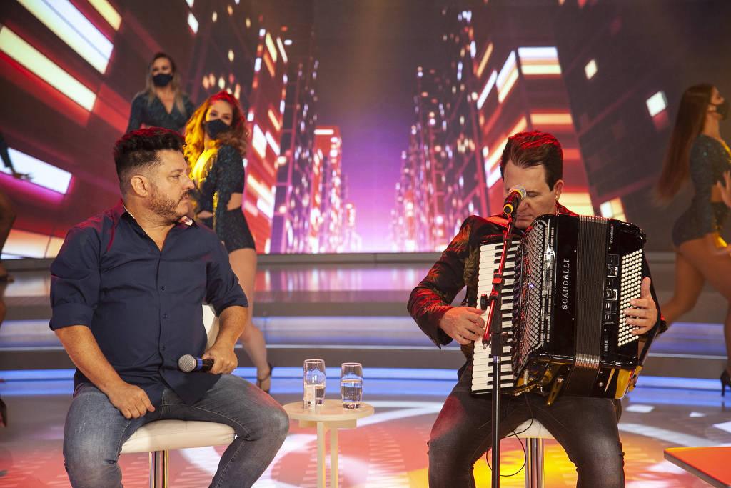 Bruno e Marrone em homenagem feita no programa Hora do Faro