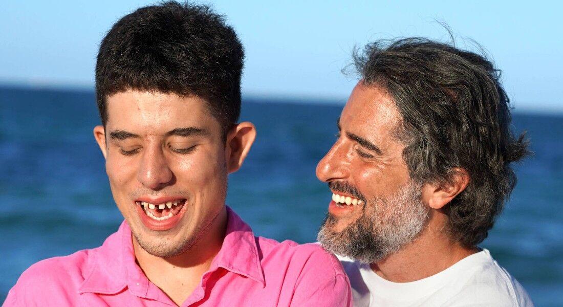 O apresentador Marcos Mion com o filho Romeo, que completa 16 anos