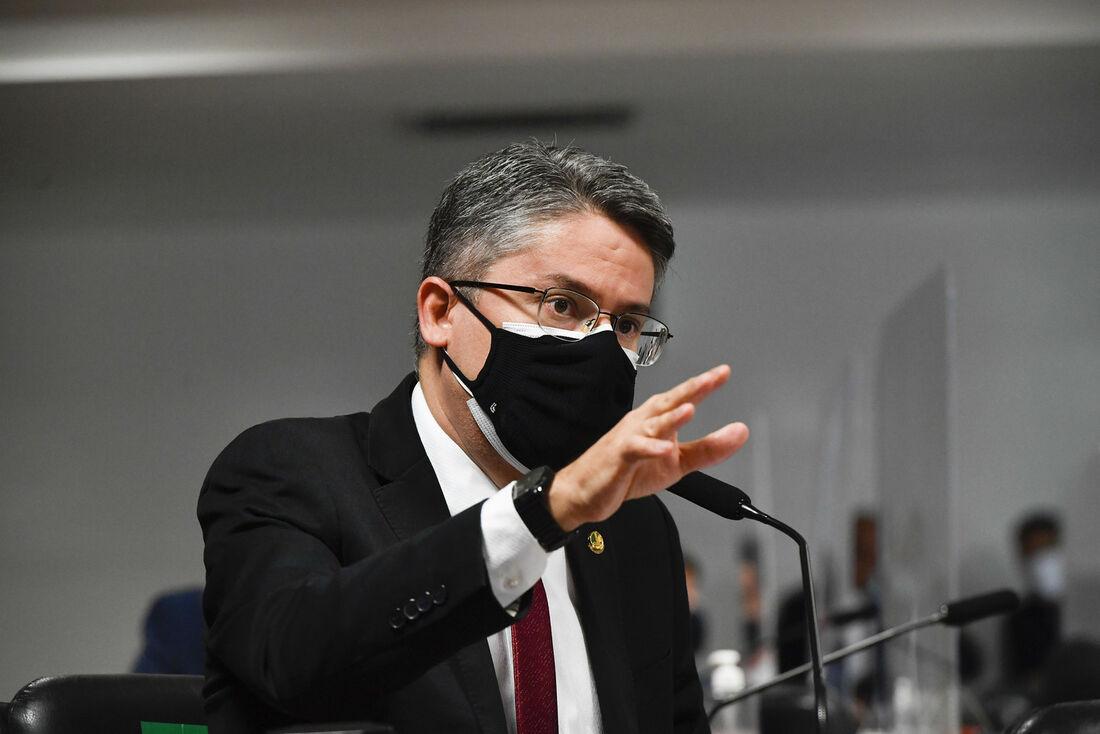 Senador Alessandro Vieira (Cidadania-SE) durante a CPI da Covid