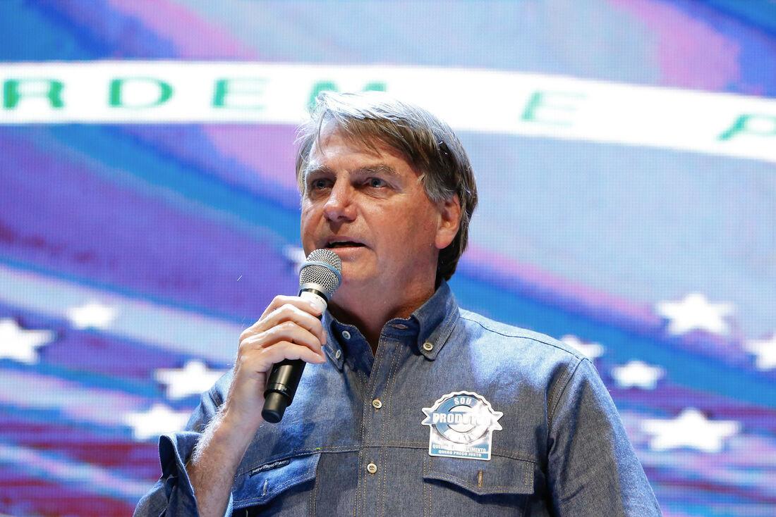 Jair Bolsonaro (sem partido) durante culto em Anápolis