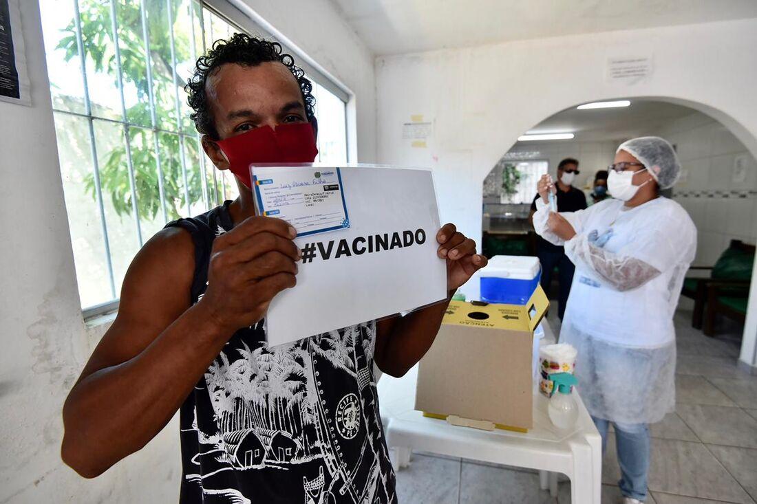 Jaboatão dos Guararapes continua com a vacinação contra a covid para pessoas em situação de rua.