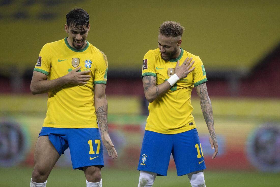 Lucas Paquetá e Neymar celebram vitória da Seleção contra Equador