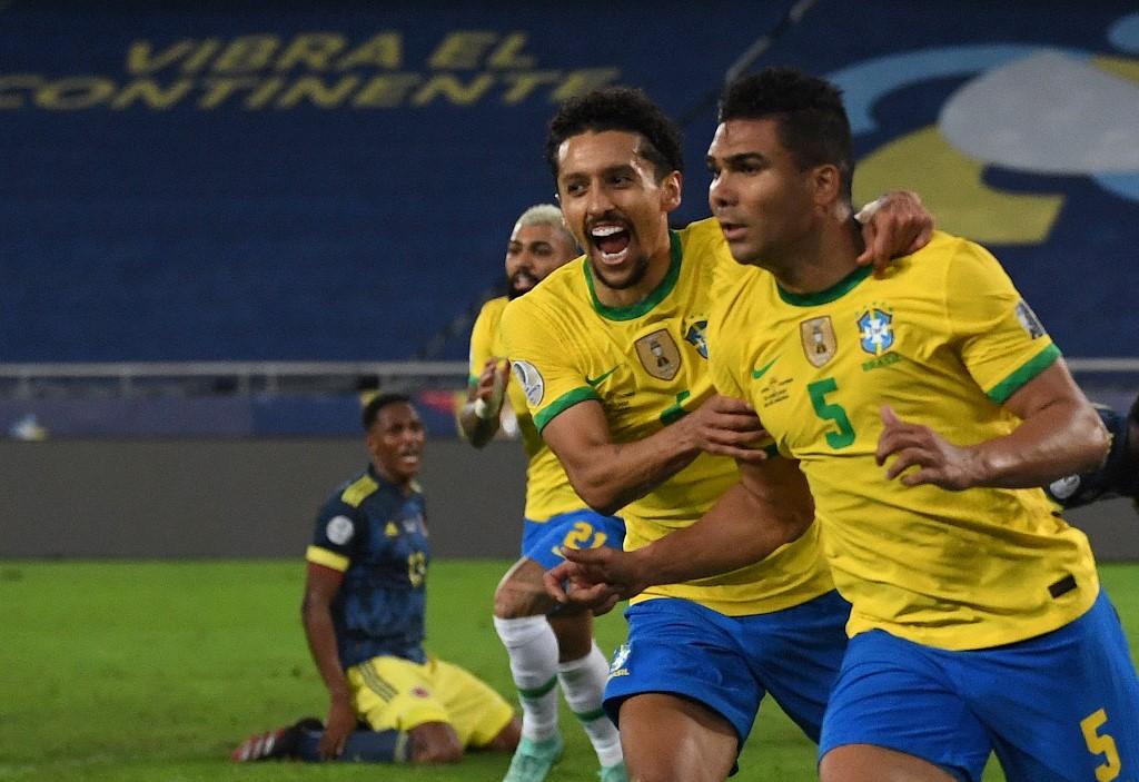 Gol de Casemiro no décimo minuto dos acréscimos aliviou um jogo difícil para a Seleção