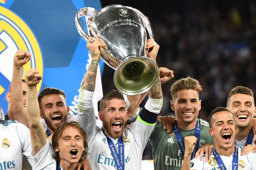 Sergio Ramos levantando a taça da última Champions League conquistada pelo Real Madrid, em 2018, em Kiev, na Ucrânia