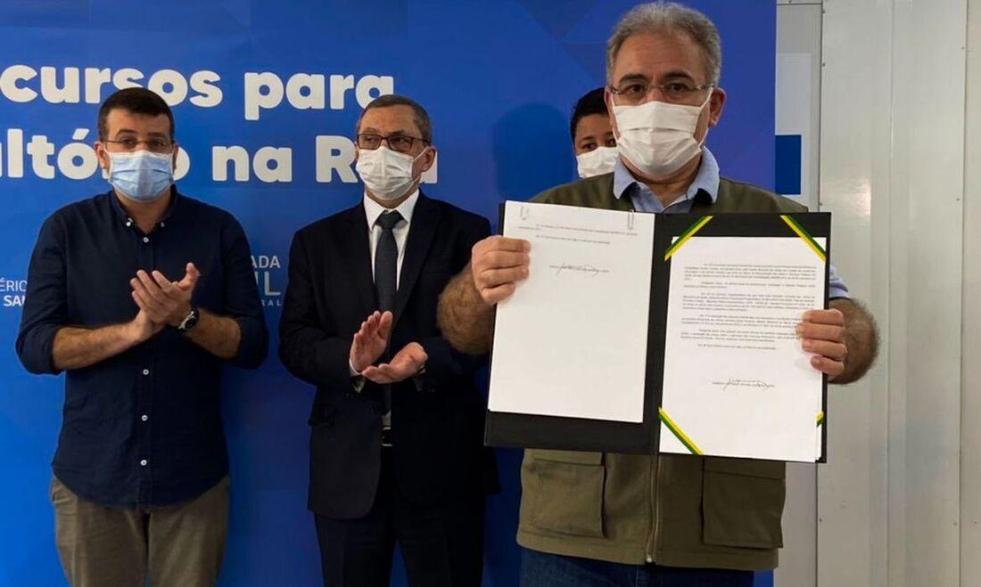 """""""É um projeto prioritário de atenção primária, levar assistência à saúde para aqueles que mais precisam. O governo tem se preocupado muito com esses aspectos"""", disse o ministro da Saúde, Marcelo Queiroga"""