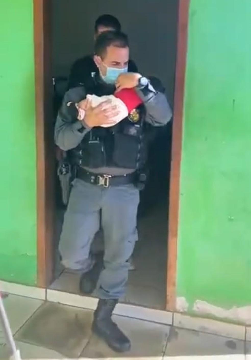 Bebê de dois meses foi resgatado na terça-feira (8) depois de ser abandonado em uma boca de fumo em Pontes e Lacerda
