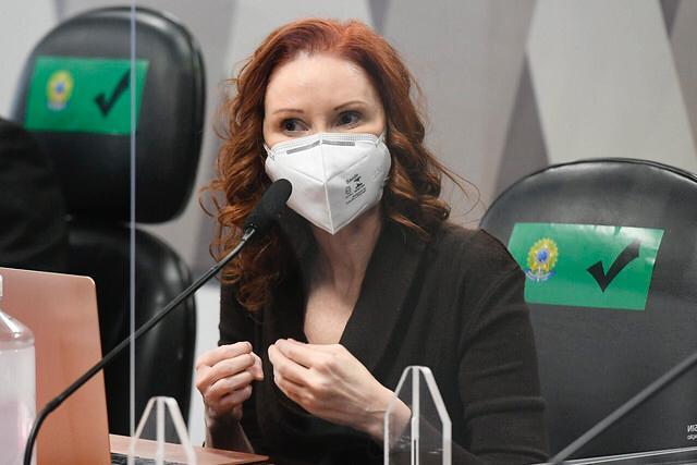 Em pronunciamento, microbiologista e pesquisadora da Universidade de São Paulo (USP), Natalia Pasternak.