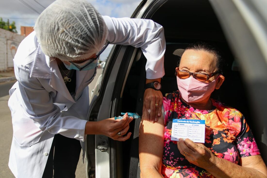 Vacinação da segunda dose da Coronavac em Petrolina