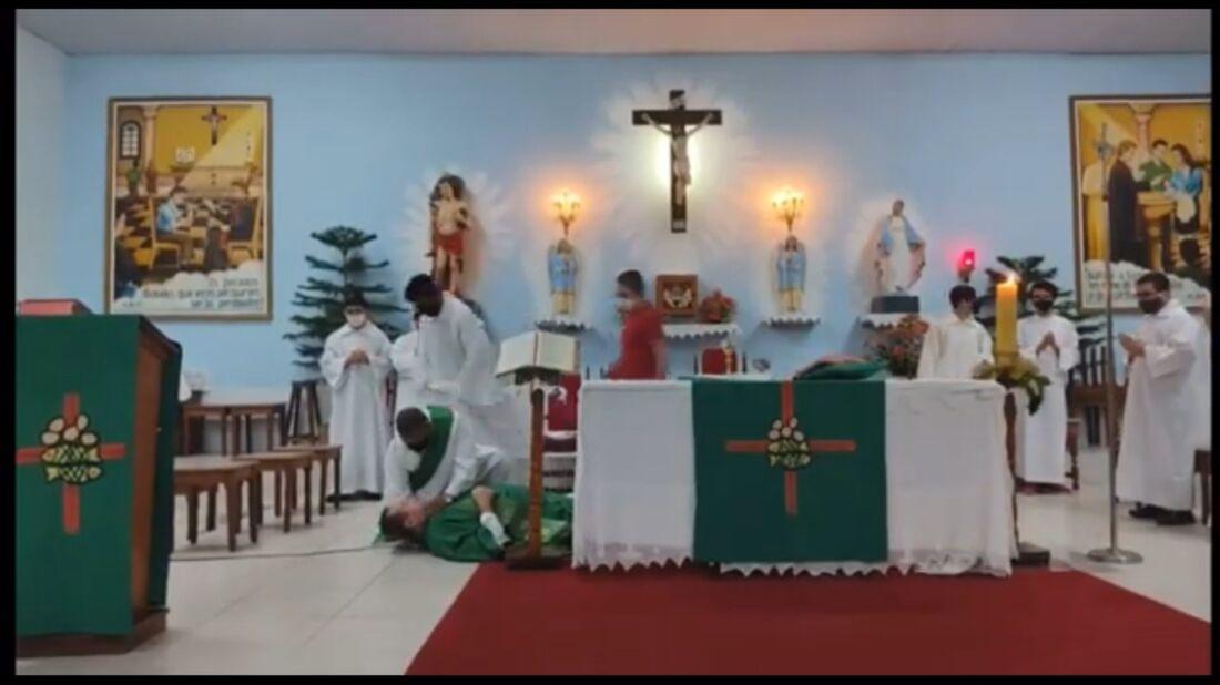 Padre Rosivaldo celebrava a missa quando passou mal