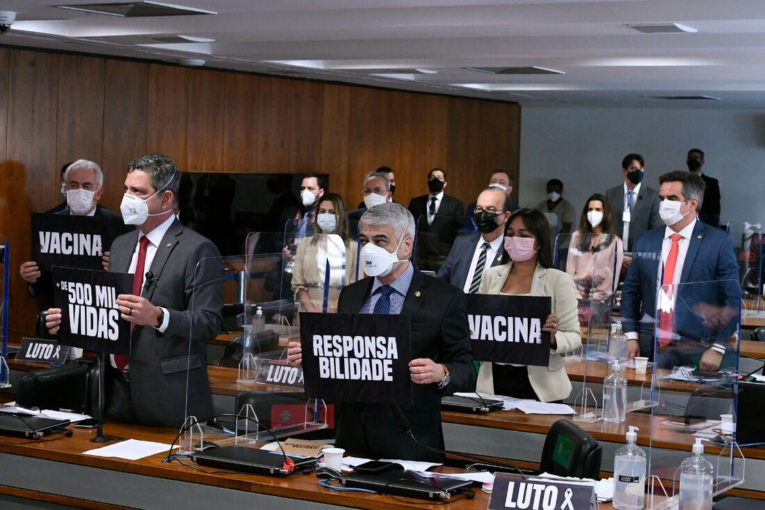 Homenagem dos senadores às mais de 500 mil vidas perdidas para a Covid-19 no Brasil