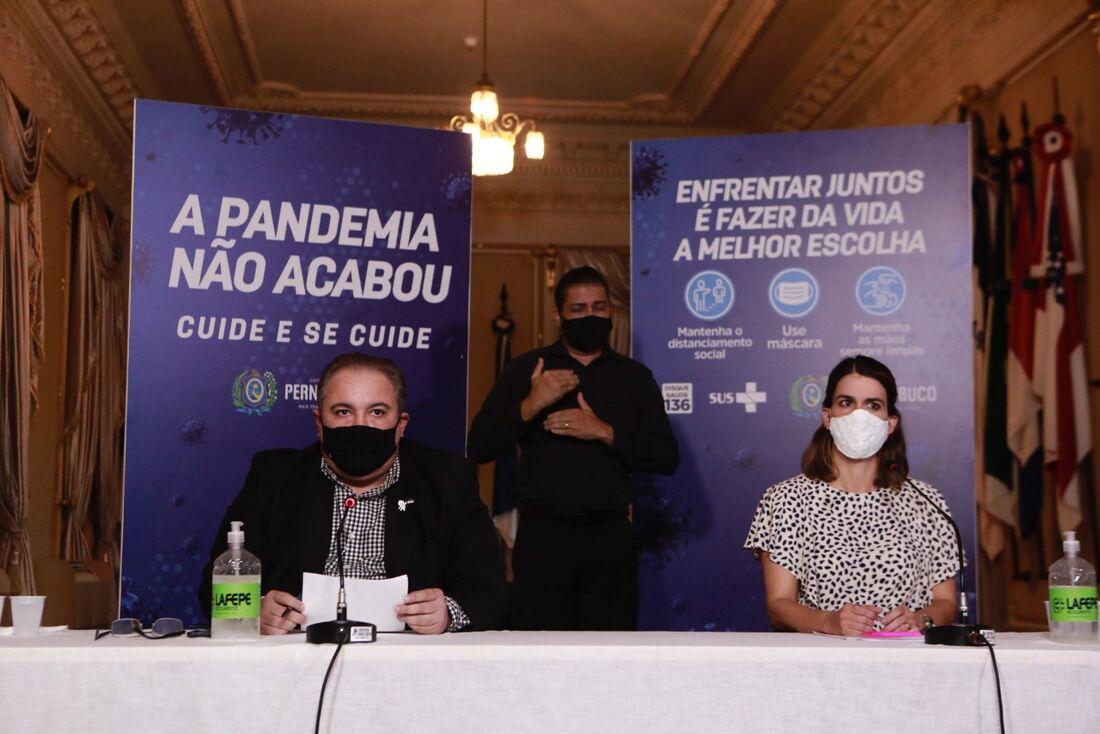 Secretário de Saúde de Pernambuco, André Longo, e secretária executiva de Desenvolvimento Econômico, Ana Paula Vilaça