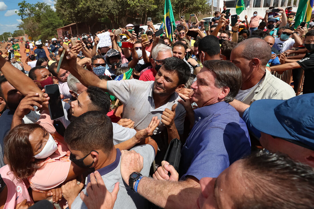 Presidente Jair Bolsonaro causando aglomeração após confirmação da cepa Delta do coronavírus no Maranhão