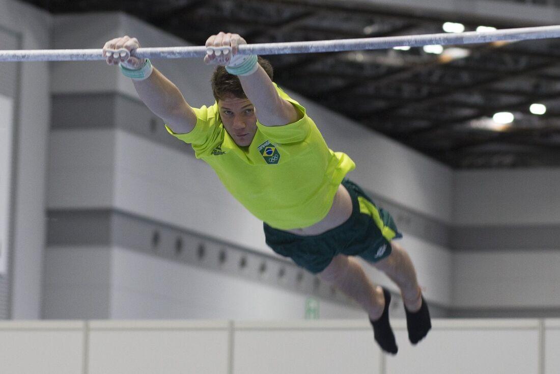 Brasil fica fora da final por equipes na ginástica masculina nas Olimpíadas