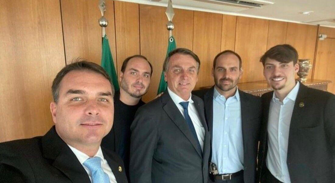 Jair Bolsonaro e seus quatro filhos