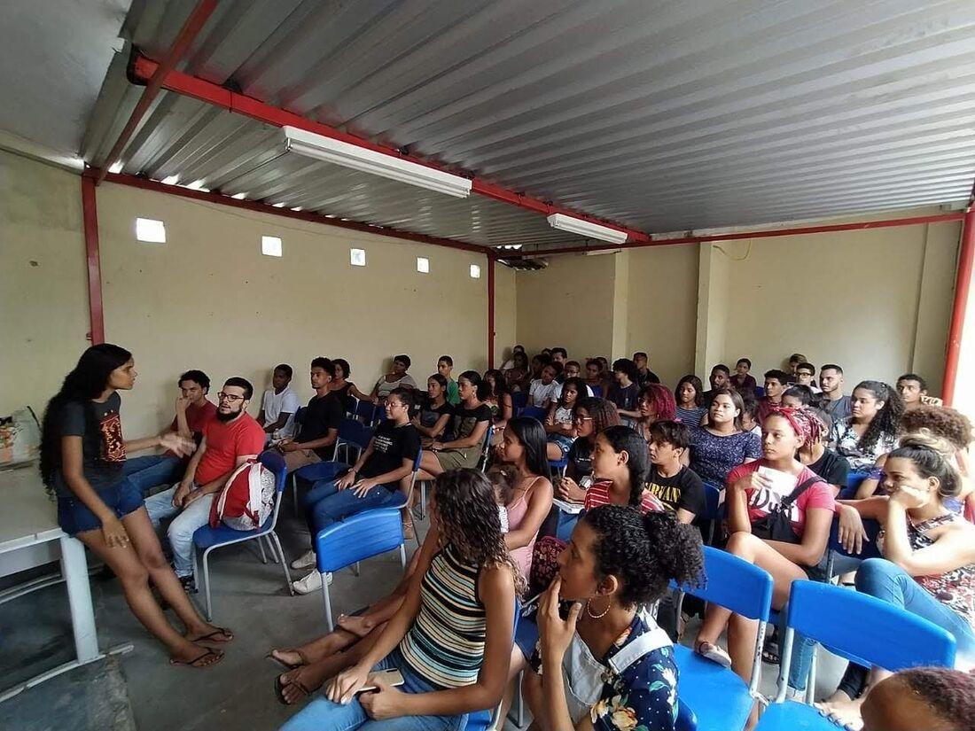 Aulas presenciais no Pré-vestibular comunitário Laudelina de Campos Melo
