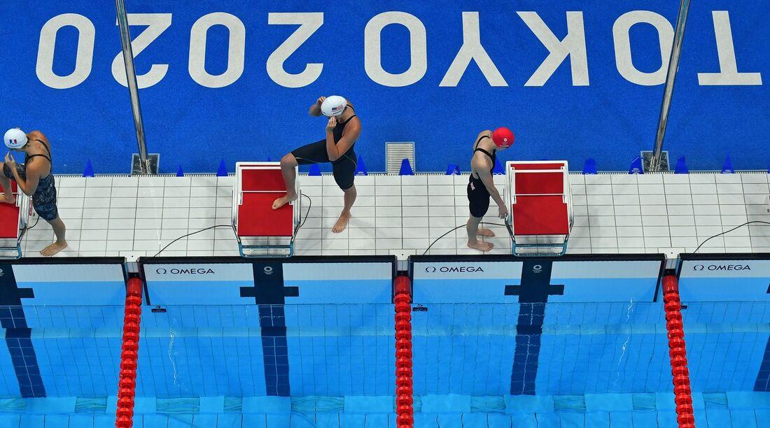 Brasil fica em penúltimo e não avança no revezamento de natação feminino