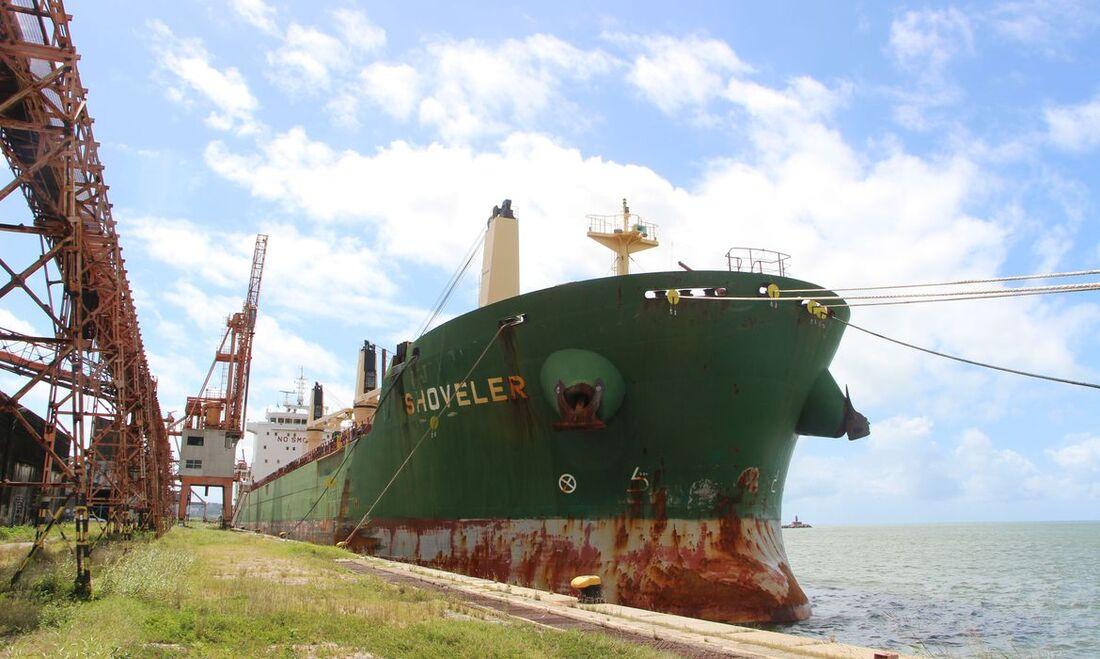 Navio atracado no Recife confirmou dois casos da variante delta