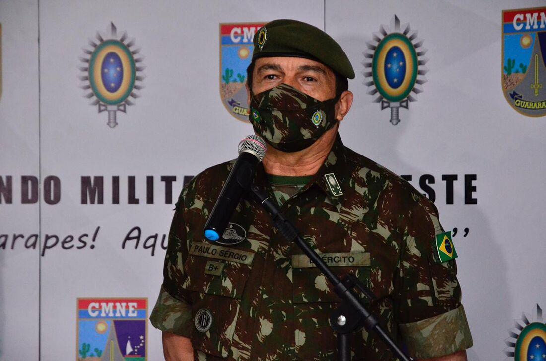 Comandante do Exército, general Paulo Sérgio Nogueira, no Recife