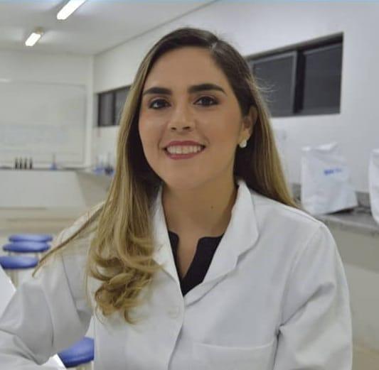 Biomédica Evelyne Solidônio