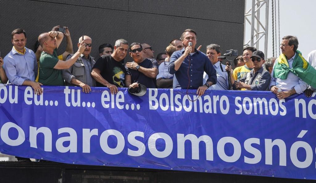 Bolsonaro discursa para apoiadores durante evento em Brasília