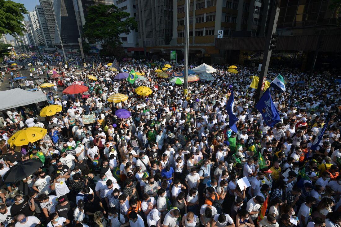 Manifestação contra Bolsonaro, no domingo (12)