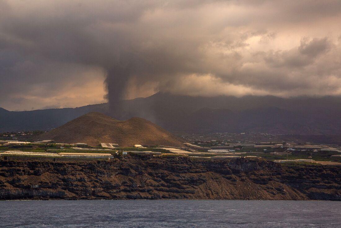 Coluna de gases do vulcão nas Ilhas Canárias atinge 4.500 m de altura