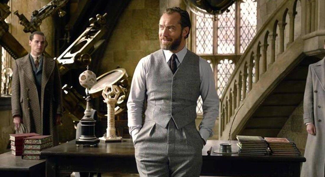 O ator Jude Law interpreta Dumbledore na saga 'Animais Fantásticos'