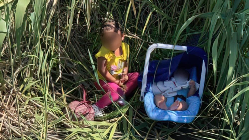 Crianças encontradas na fronteira dos EUA com México