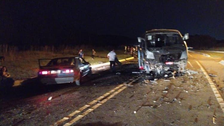 Ocorrido na noite deste domingo (12), em Lages (SC), acidente deixou três pessoas mortas e outras seis feridas no km 226 da BR-282