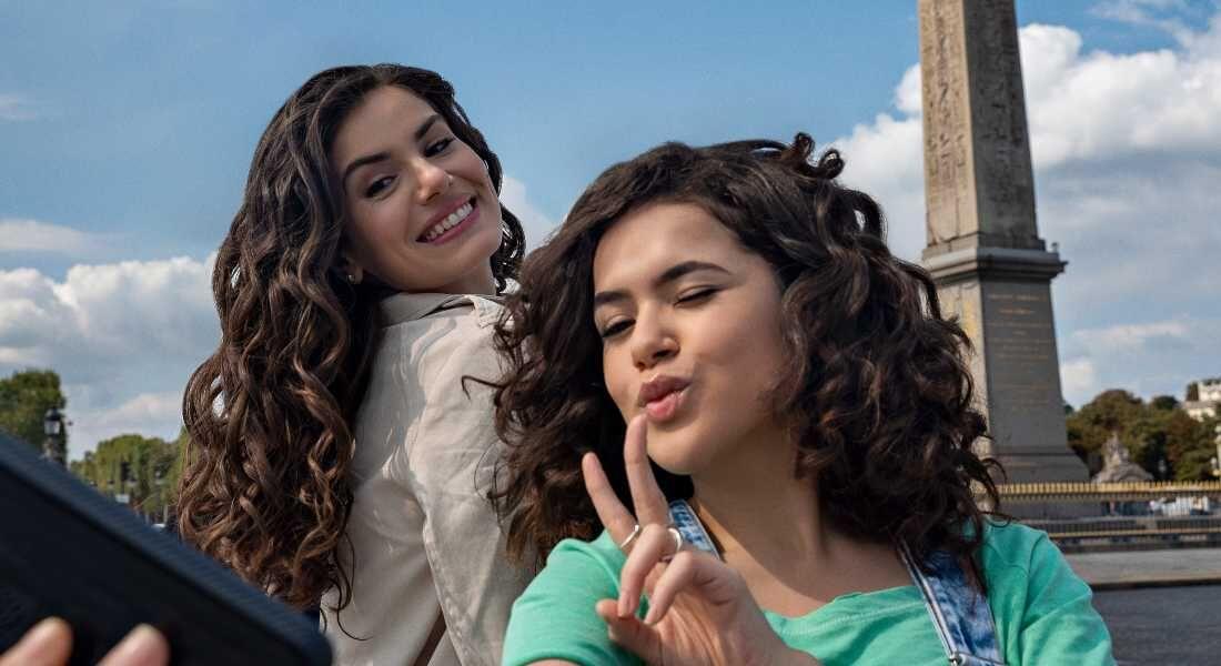 Camila Queiroz e Maisa nas gravações da série 'De Volta aos 15'