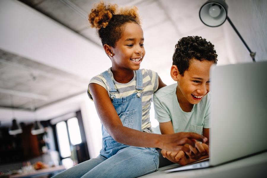 A aprendizagem colaborativa tem como referencial teórico a participação ativa dos alunos