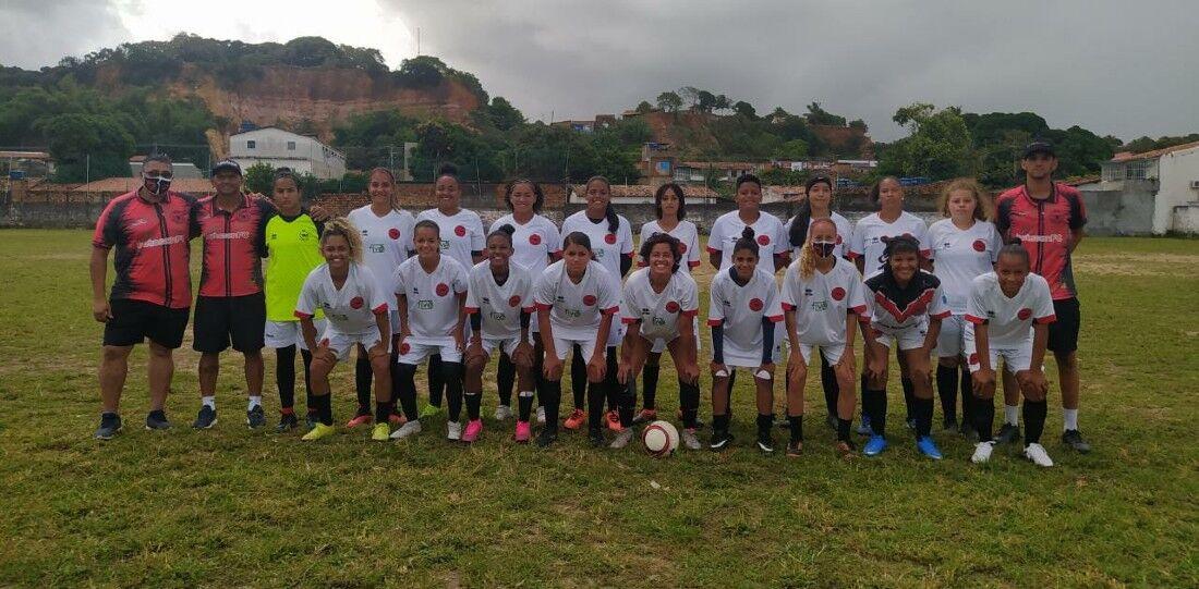 Equipe de futebol feminino do Íbis