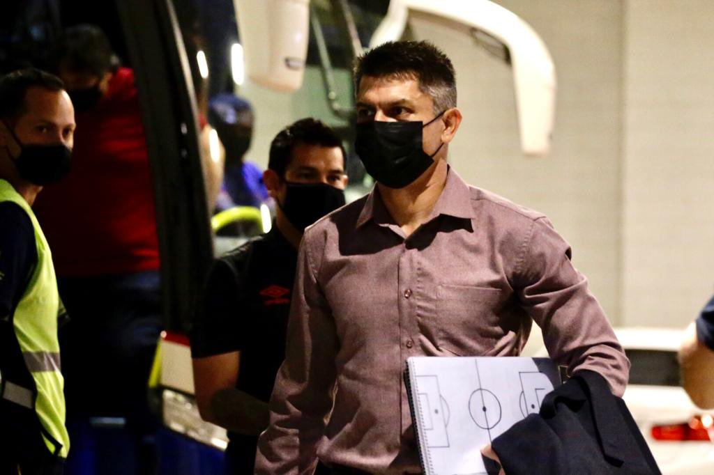 Gustavo Florentín, treinador do Sport, em chegada ao Mineirão