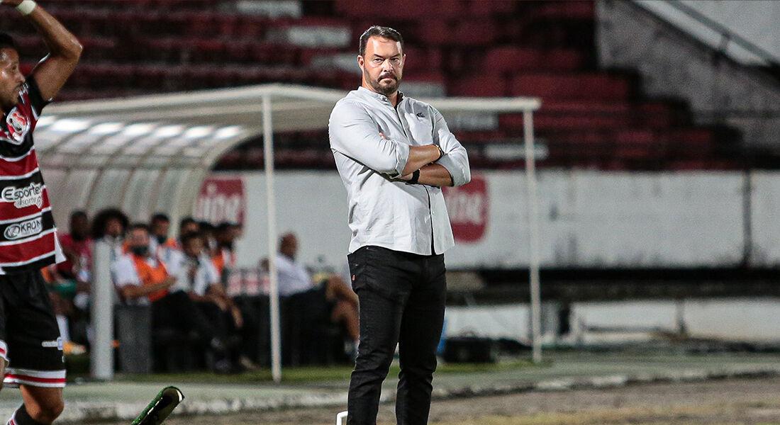 Roberto Fernandes possui contrato até o fim da atual temporada