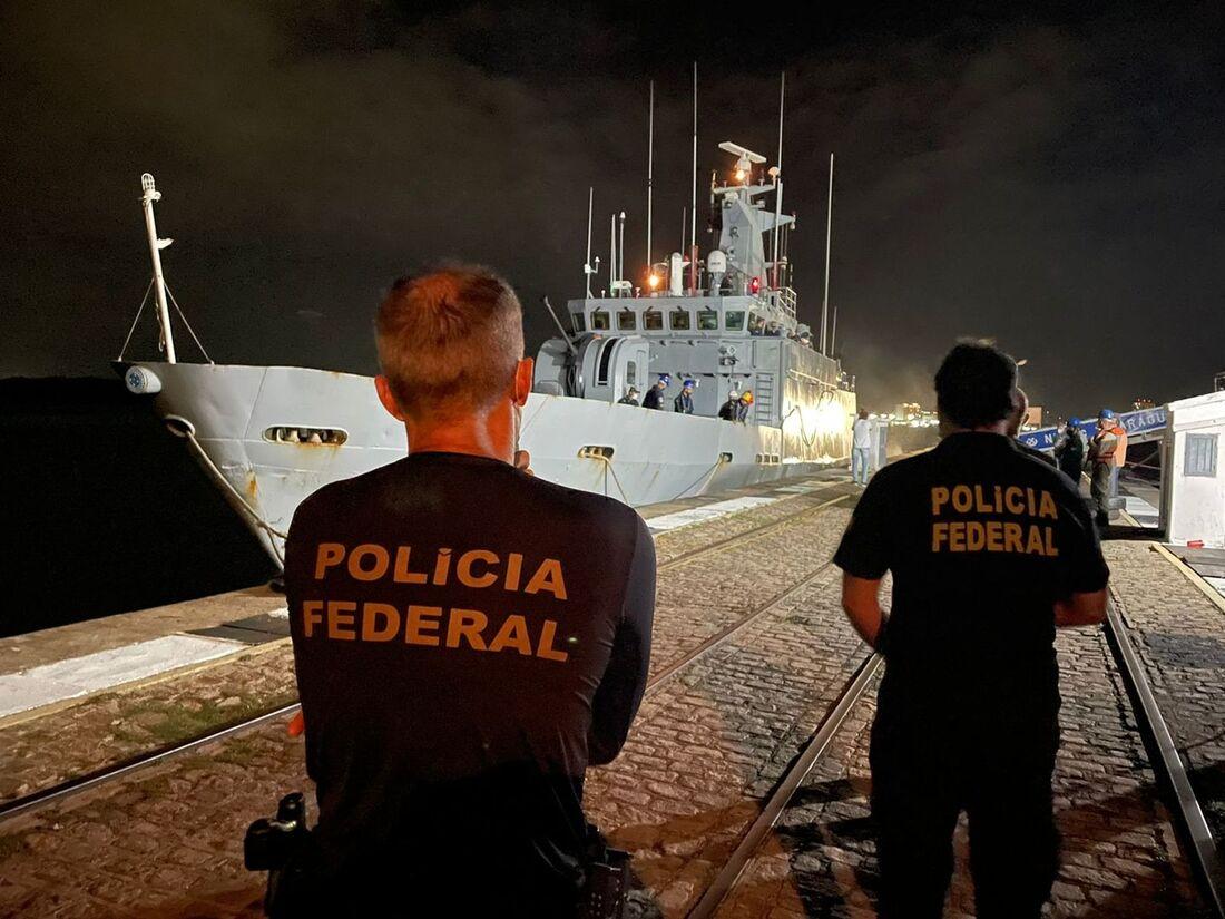 Veleiro foi interceptado próximo à ilha de Fernando de Noronha