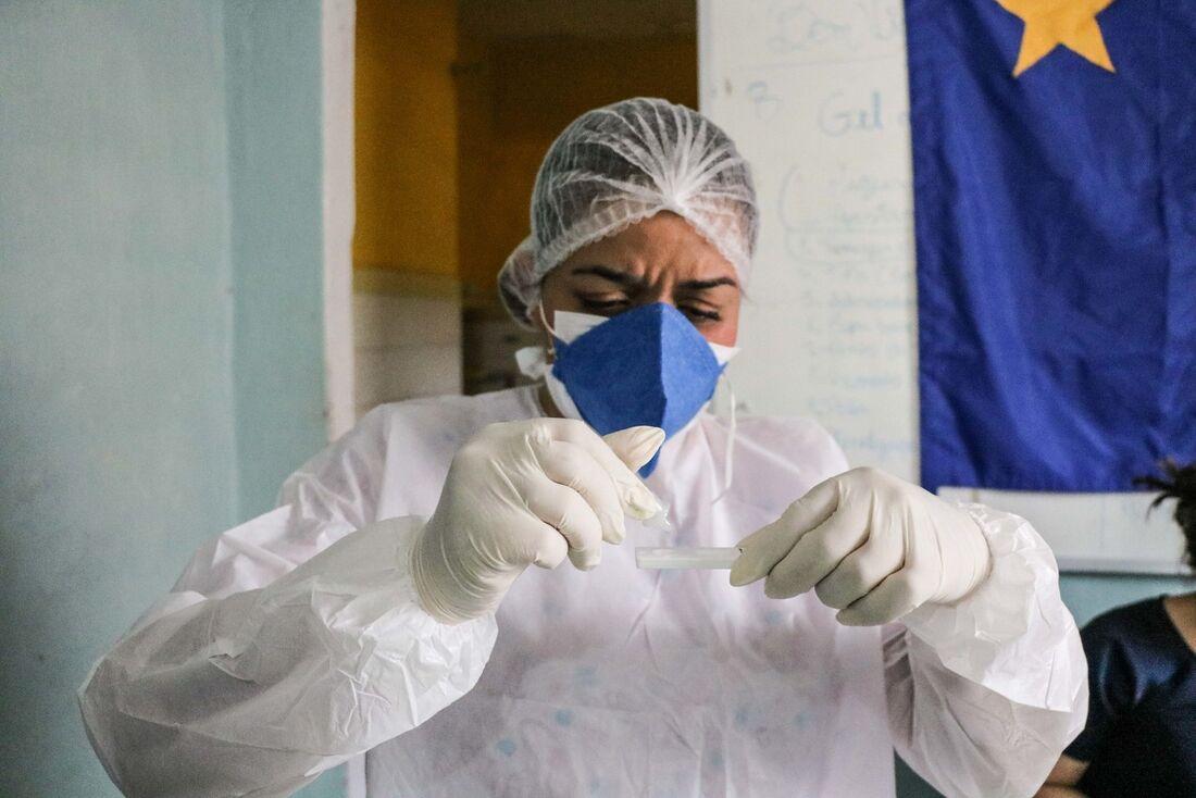 Testagem para detectar o coronavírus