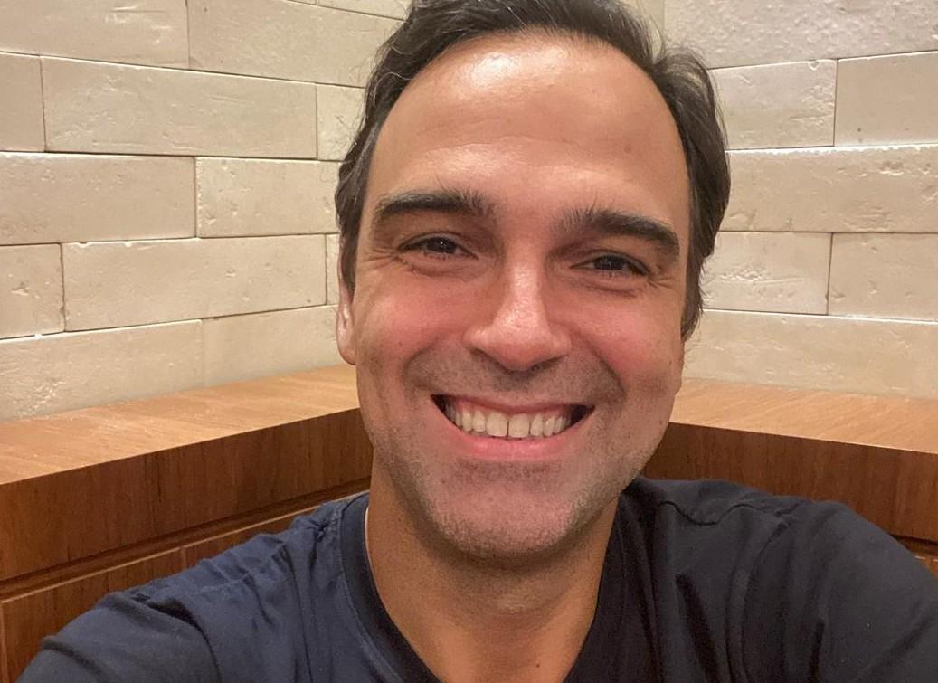 Tadeu Schmidt. de 47 anos é apresentador do Fantástico