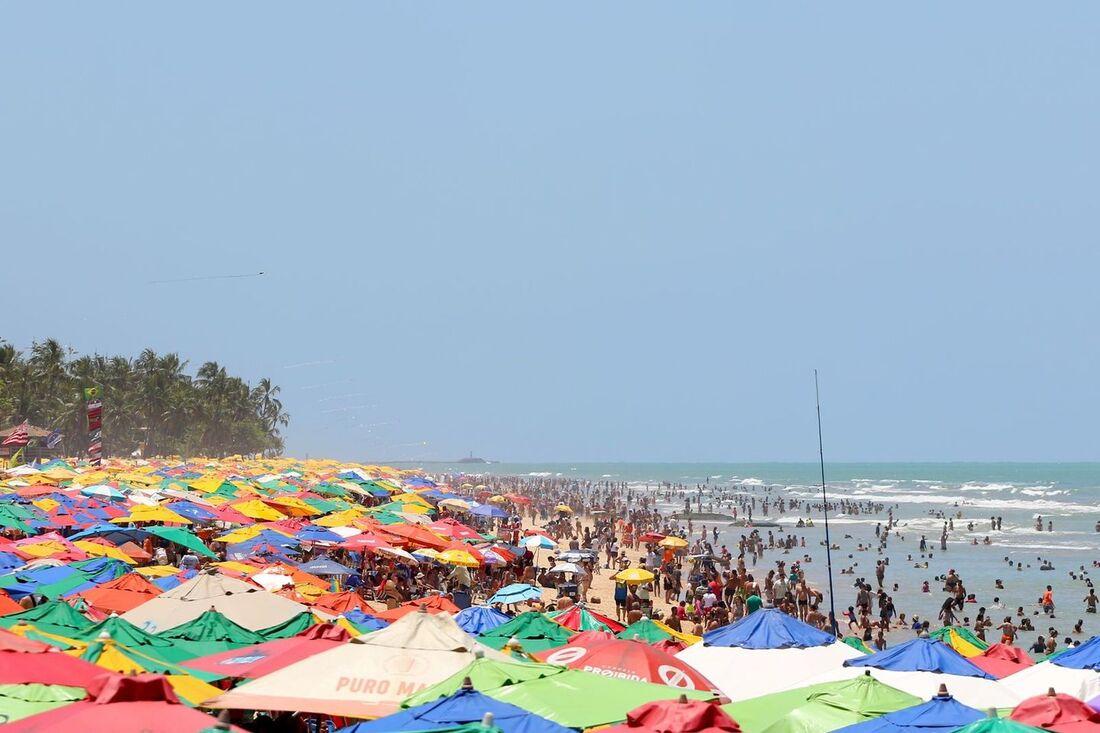 Movimentação na praia de Boa Viagem, no Recife